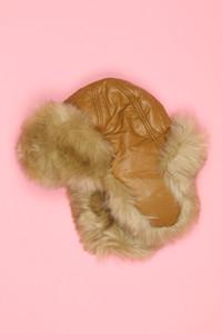 Ohne Label - fake fur-mütze mit kunstleder-details -