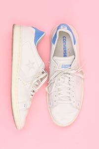 CONVERSE - low-top sneakers aus echtem leder mit logo-patch -