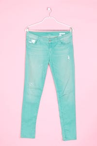 GUESS - jeans im used look mit logo-applikation - W31