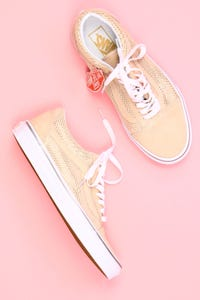 vans - veloursleder-low-top sneakers mit pünktchen -